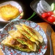 """元气早餐:饺子皮做""""鸡蛋灌饼""""+煎蛋+水果"""