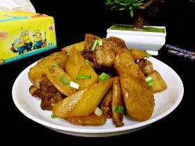 荤素搭配鸭肉炖土豆