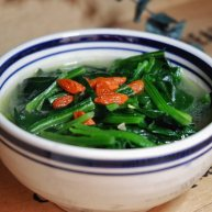 羊骨汤炖菠菜