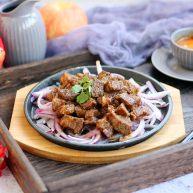 #春节健康菜# 铁板黑胡椒牛肉粒