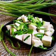 一清二白~青蒜苗豆腐