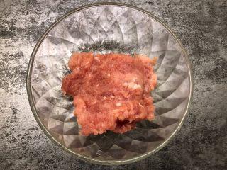 莲藕肉饼,猪肉剁碎