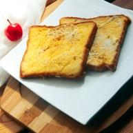 牛奶鸡蛋黄油土司