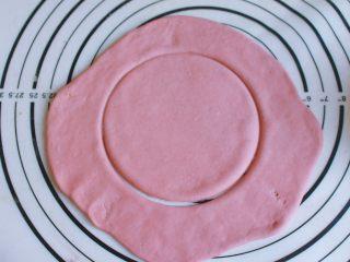 辅食计划 西瓜馒头,拿掉碗之后,用刀再将周边划一圈