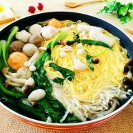 玉米面条鱼丸菌汤