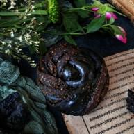 竹炭粉黑芝麻花朵面包