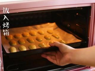 手指饼干12m+,放入烤箱~