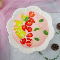 美味水果草莓杨桃酸奶