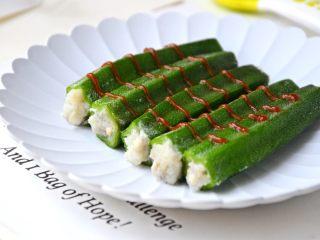 鳕鱼酿秋葵,挤上番茄酱