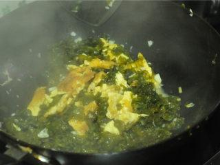 地皮菜炒鸡蛋,翻炒均匀即可