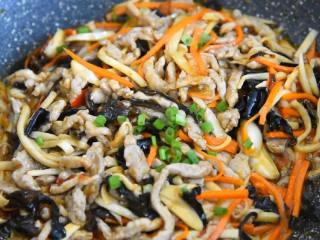 营养丰富,口感多变的家常菜,简直百吃不厌,撒点葱花,起锅。