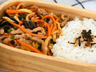 营养丰富,口感多变的家常菜,简直百吃不厌,搞定,一份爽口好吃的便当完成。