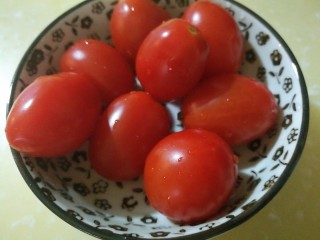以茶入膳,绿茶芦笋虾,小番茄洗净沥干