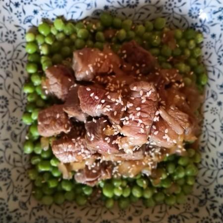 牛肉粒配青豆