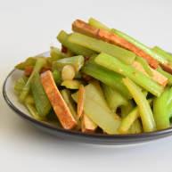 香芹炒豆干—素菜也能吃下两大碗饭