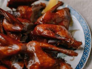 港式脆皮鸡,外酥里嫩,满嘴回香。