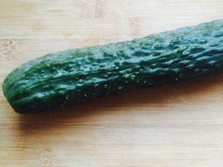 凉拌菜~拍黄瓜,准备黄瓜一条