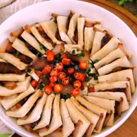 老豆腐蒸腊肉:豆腐的惊艳变身的做法