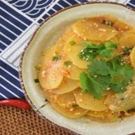 土豆真是百吃不腻,尤其现在天气变热了,凉拌才是最佳做法