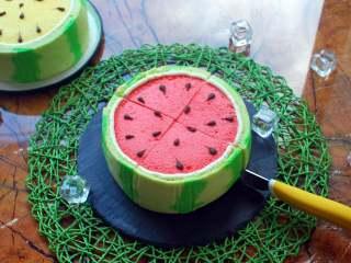 夏季私房热门的西瓜蛋糕,成品图