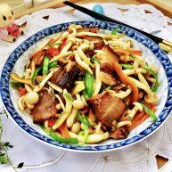 玉颜偶染尘世烟➕双椒白玉菇炒酱油肉