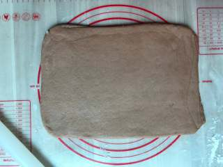 可可面包棒,把面团擀成长方形