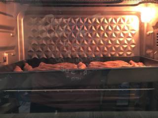 可可面包棒,送进预热的的烤箱,上下火170度18分钟