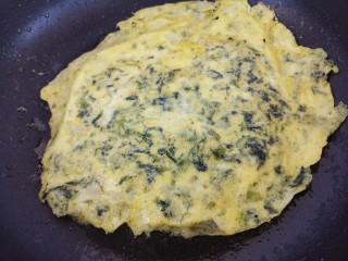 海苔鸡蛋卷,小火把两面都摊熟即可。