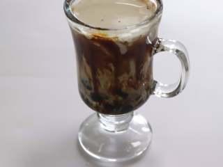 """网红脏脏茶,不排队也能喝,:脏脏鲜奶茶就做好了,看起来果然好""""脏"""",但是美味已经召唤你迫不及待的喝掉她了。"""
