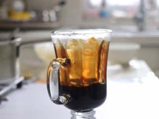 网红脏脏茶,不排队也能喝,如果喜欢吃珍珠多一些的,可以多挖一勺,在家做,量就是这么随性。