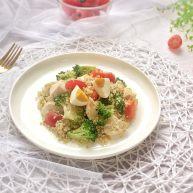 健康清爽的藜麦鸡胸肉沙拉