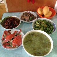清蒸螃蟹,四季豆炒咸菜,夜开花咸菜豆瓣羹,红烧肉,红烧带鱼