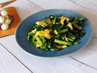 韭菜炒鸡蛋,装盘吃吧。