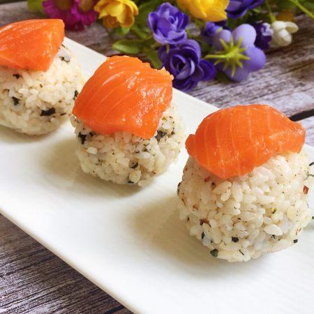 快手小食 三文鱼饭团