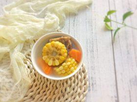 老火清汤: 梨玉米胡萝卜骨头汤