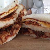 煎蛋火腿鱼罐头三明治