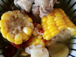 秋季滋养,山药玉米红枣筒骨汤,这份是筒骨两头