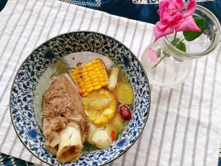 秋季滋养,山药玉米红枣筒骨汤,味道鲜美一大碗,滋肾阴、润肺燥、健脾胃,正适合秋季