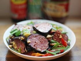 美食丨湘菜经典 奇丑无比却美味无穷的猪血丸子