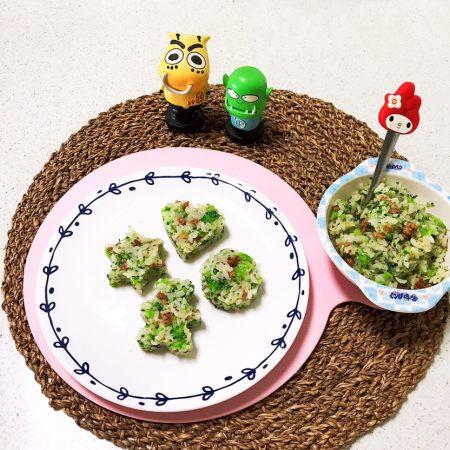 宝宝健康食谱  西蓝花肉末饭团