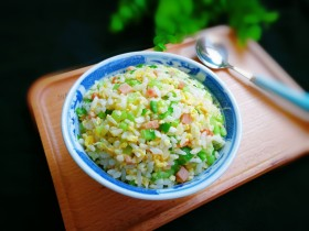十味  午餐肉黄瓜蛋炒饭