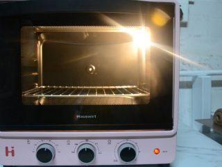 脏脏包,烤箱预热180°8分钟。