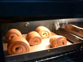脏脏包,放进中层,烤20~25分钟,视情况而定。