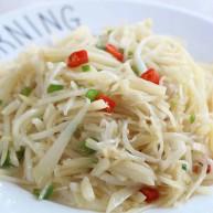 """我们家常做这道菜,<span style=""""color:red"""">简单</span>下饭,不到几块钱就能吃到。"""