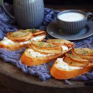 百变水果 柠香酸奶佐蜂蜜烤梨配法棍面包