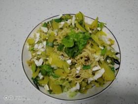 咸蛋清南瓜菜焖方便面