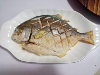 红烧金鲳鱼,盛出来备用