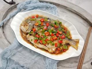 红烧金鲳鱼,出锅后撒上点葱花