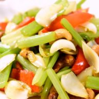 学做家常菜——芹菜百合炒腰果