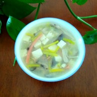 豆腐杂菇蔬菜汤